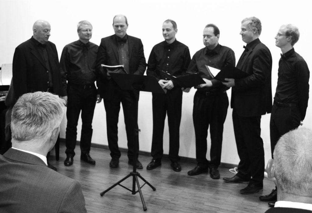 Joyfull Harmonists (von links: Hans-Dieter Feisthauer, Carsten Holthuis, Burkhard Stein, Michael Feisthauer, Norbert Müller, Marcus Diekmann, Jonas Holthuis)